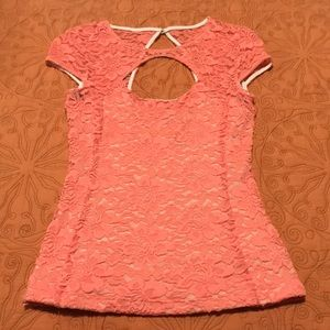 a blouse in very good condition! Summer color!